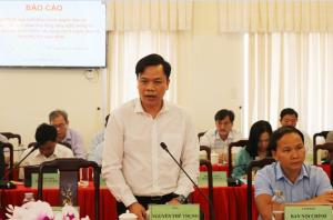 Ông Nguyễn Thế Trung - Tổ công tác về Chính phủ điện tử của Chính phủ, Chủ tịch Hội đồng quản trị, Tổng Giám đốc Công ty CP Công nghệ DTT đã tư vấn, gợi ý một số vấn đề còn vướng mắc trong xây dựng chính quyền điện tử của tỉnh