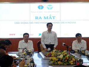 Phó Thủ tướng Vũ Đức Đam phát biểu tại lễ ra mắt 2 ứng dụng trợ giúp y tế cho người Việt Nam và người nước ngoài tại Việt Nam.